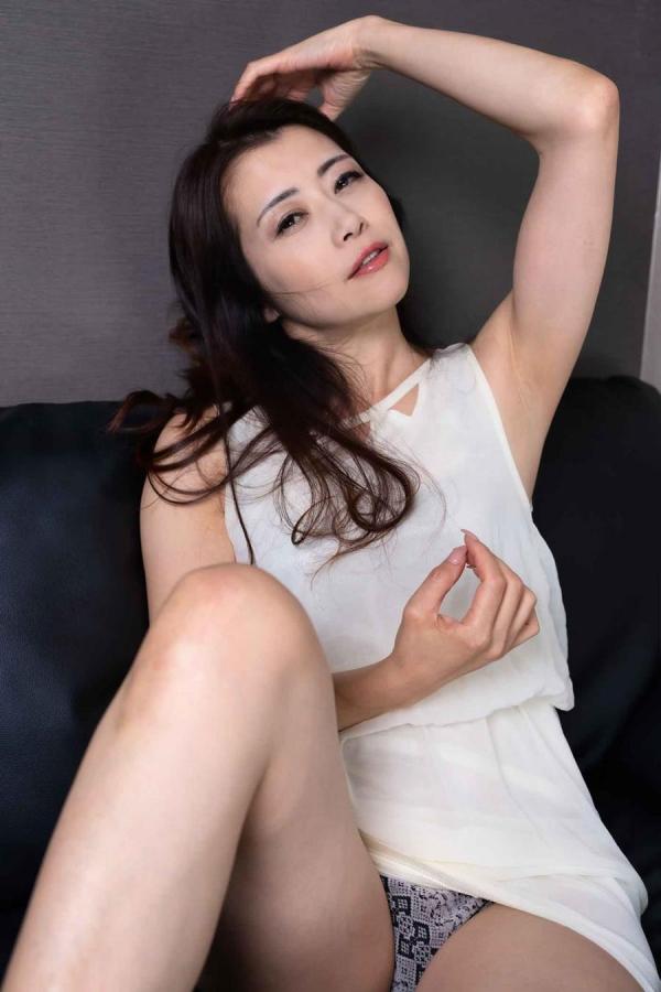 肉食系 熟女の 北条麻妃さん、若い男を骨抜きにしてしまう。画像26枚のa02枚目