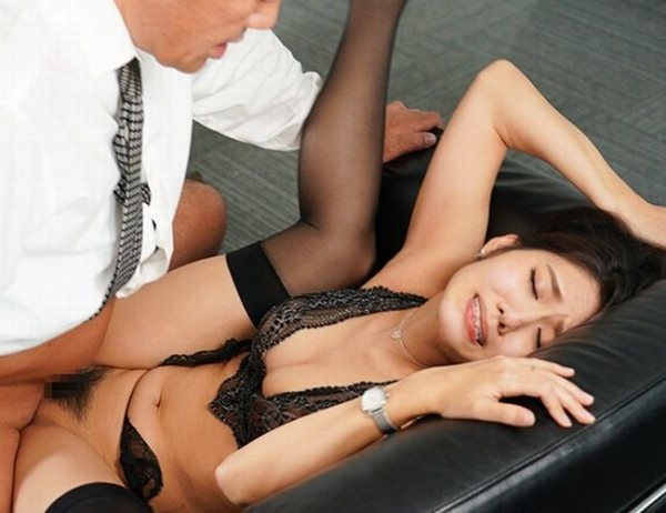 神宮寺ナオ 汗と接吻に満ちた社長室中出し性交【画像】36枚の1