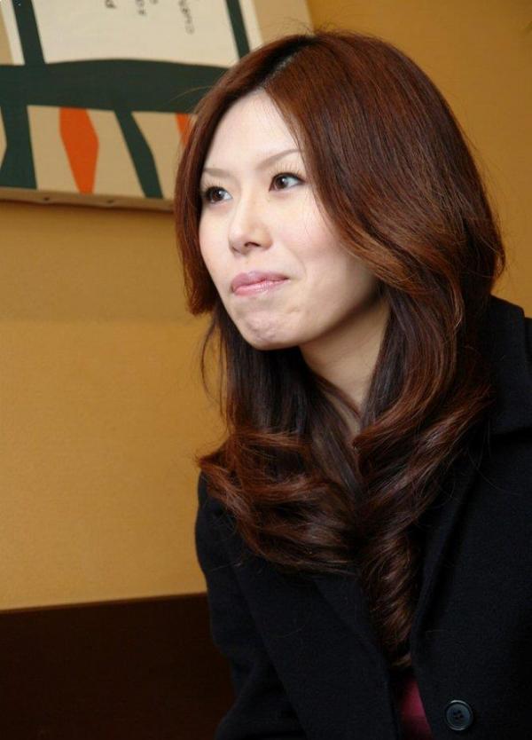 熟女SEX画像 34歳スレンダー巨乳な色白美女80枚の008枚目