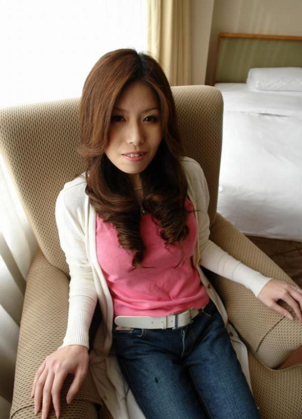 熟女SEX画像 34歳スレンダー巨乳な色白美女80枚の011枚目
