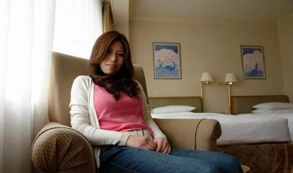 熟女SEX画像 34歳スレンダー巨乳な色白美女80枚の012枚目