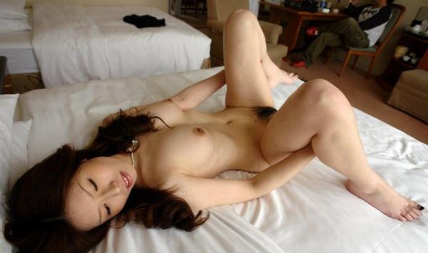熟女SEX画像 34歳スレンダー巨乳な色白美女80枚の046枚目