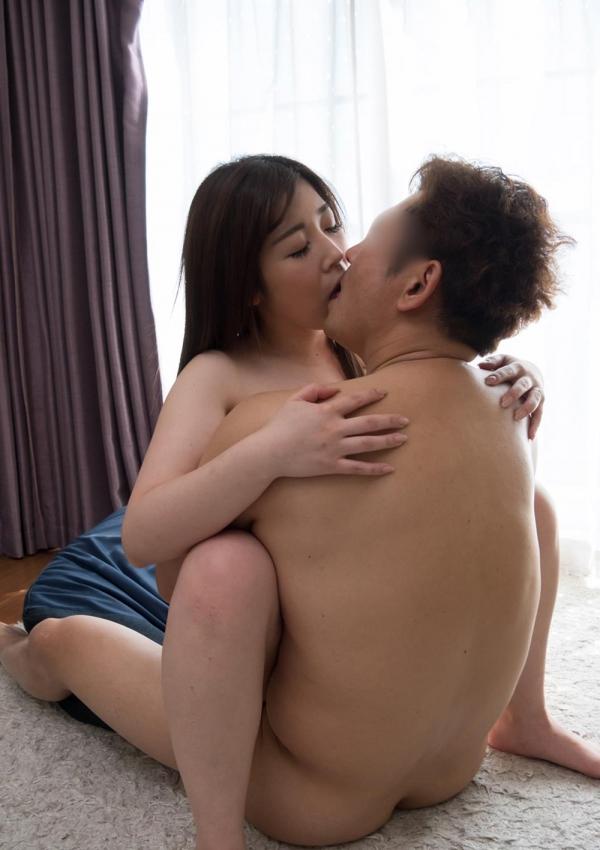 熟女のキス画像 男の唇をむさぼる美人マダム30枚の07枚目