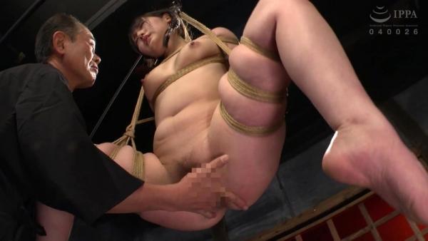 河奈亜依さん、串刺し拷問されて半狂乱になってしまう。画像37枚のb06枚目