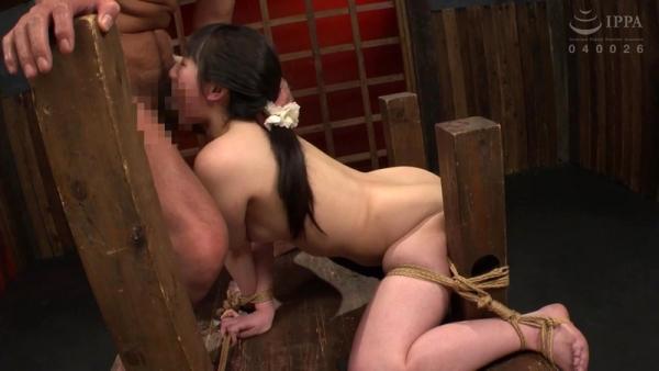 河奈亜依さん、串刺し拷問されて半狂乱になってしまう。画像37枚のb09枚目