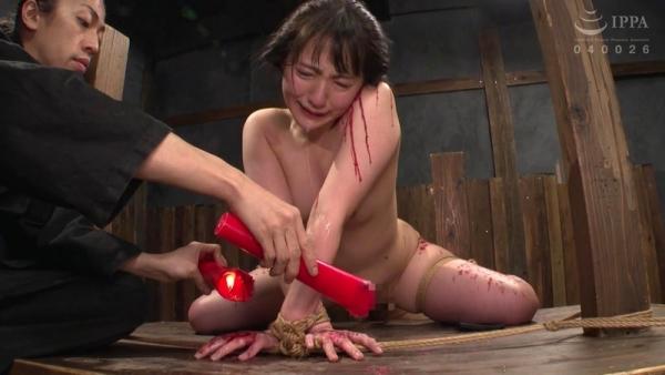 河奈亜依さん、串刺し拷問されて半狂乱になってしまう。画像37枚のb10枚目