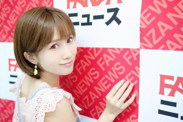 小島みなみさんデビュー10年周年を迎えて自分の剛毛に感謝する。画像29枚の03枚目
