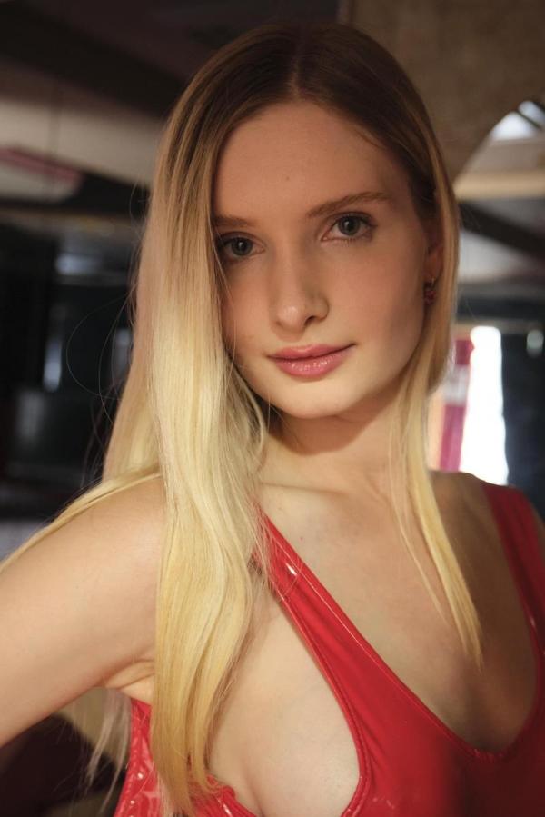 リリー・ハート 24歳 ロシア語講師 働くドMさん 300MIUM-710 エロ画像55枚のa01枚目