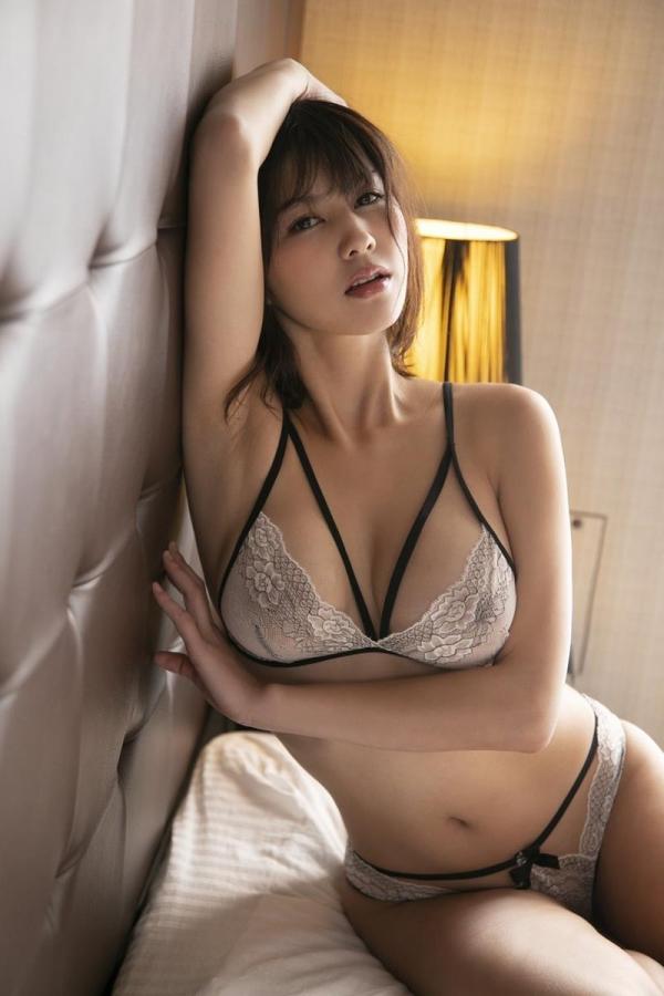 美乃すずめさん、着衣のまま後ろから犯されてしまう。画像32枚のa16枚目