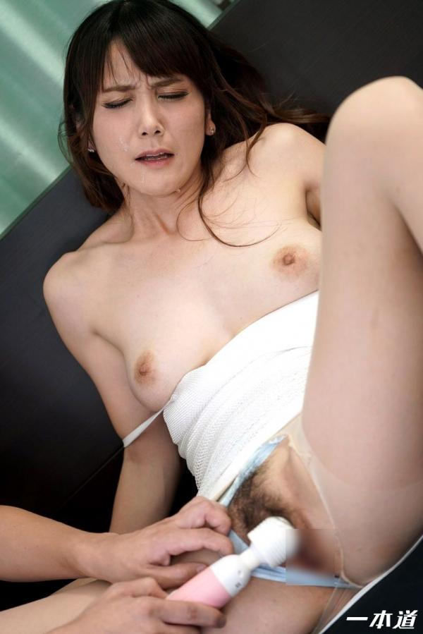 美熟女 奥村沙織さん、特濃精子まみれになってしまう。画像40枚の21枚目