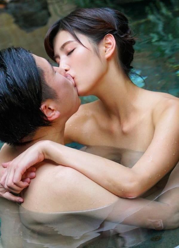 男と女が温泉旅行でお楽しみ中のエロ画像40枚の08枚目