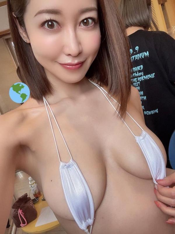 篠田ゆうの股間アングル 膣壁までピンクな美マ〇コ画像22枚のa07枚目