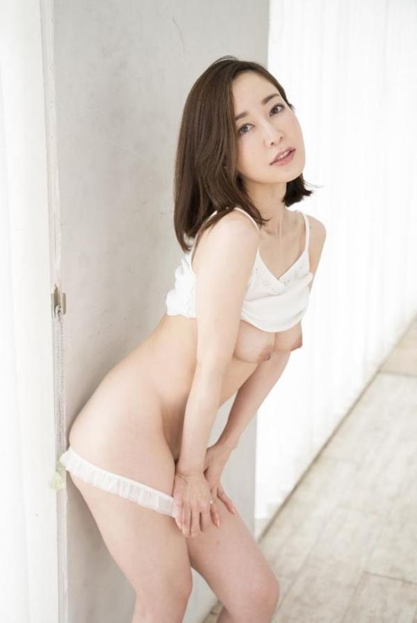 篠田ゆうさん、不倫セックスの一部始終を語りはじめる。画像49枚のb001枚目