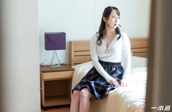 篠原なぎさ 肉食系ドスケベ熟女 まんチラの誘惑 画像32枚の03枚目