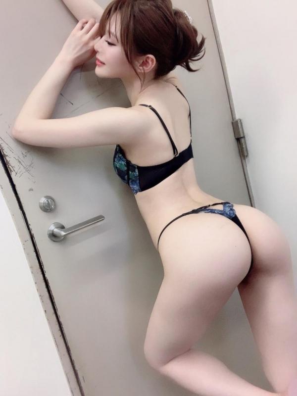 裸よりもセクシーな下着姿のエッチなお姉さんのエロ画像45枚の11枚目