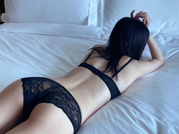 裸よりもセクシーな下着姿のエッチなお姉さんのエロ画像45枚の13枚目