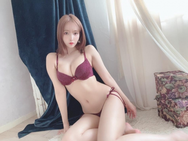 裸よりもセクシーな下着姿のエッチなお姉さんのエロ画像45枚の1