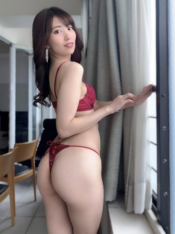 裸よりもセクシーな下着姿のエッチなお姉さんのエロ画像45枚の26枚目