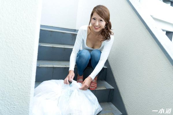 杉山千佳 30歳 朝ゴミ出しする美脚 美尻のノーブラ奥さん画像26枚の1