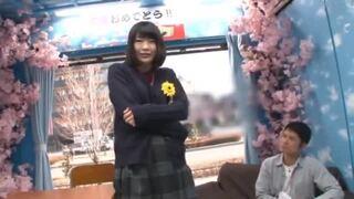 【女の子 羞恥パンチラ】制服姿の女の子女子校生の、羞恥パンチラ電マプレイが、マジックミラー号にて…!!【エロ動画】