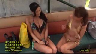【素人 マッサージ】水着姿の素人美女の、マッサージイタズラプレイが、海の家で!!まさにパーフェクト!【エロ動画】