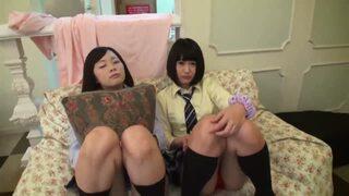 美乳で巨乳で制服姿の美少女素人の、中出し3Pハメ撮り無料エロ動画。【乱交動画】
