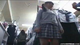 【美少女 イタズラ】スレンダーでエロい制服姿の美少女の、イタズラ痴漢着エロがエロい。【エロ動画】