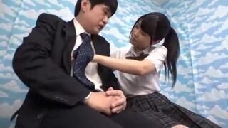 【JK】美乳のJK女子校生の、手コキ中出し昇天プレイがエロい!【エロ動画】