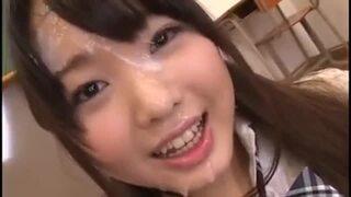 スレンダーな制服姿の女子校生美少女の、口内射精ごっくんぶっかけ無料動画!【フェラ、顔射動画】