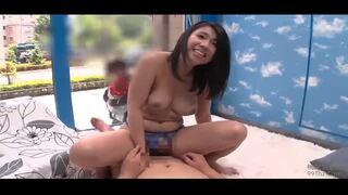 【巨根】マジックミラー号にて、美人な巨乳の人妻の、不倫手マンsex無料H動画。【アクメ、中出し動画】