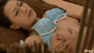 【人妻エステ】スレンダー欲求不満でHな美乳の人妻の、不倫マッサージ寝取られプレイ動画!