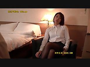 スレンダー欲求不満な痴女OLの、淫語乳首舐め無料動画!【痴女、OL、女上司動画】