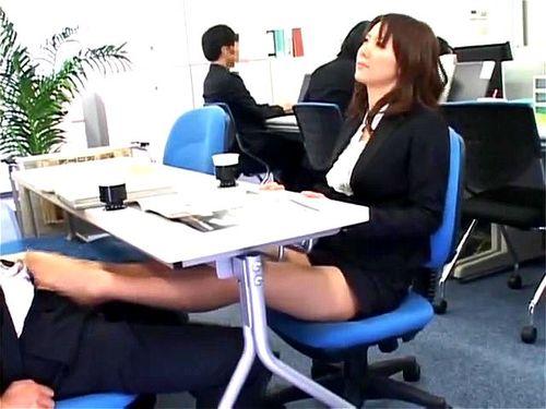 【エロ動画】スケベでエロいパンスト姿の痴女OLの、昇天パンチラ足コキプレイエロ動画。