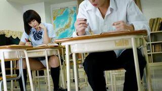 【変態】教室にて、童顔な挑発的美少女の、パンチラ無料H動画!【挑発的、美少女動画】