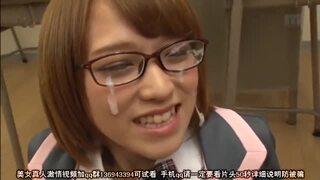 メガネで制服姿の女子校生、椎名そらのコスプレぶっかけ顔射プレイエロ動画!【エロ動画】