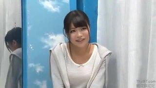 【女子大生 フェラ】ショートパンツの女子大生女の子の、素股性欲処理SMプレイが、MM号にて…!!【エロ動画】