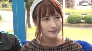 【エロ動画】美人スレンダーでHな美乳の女性の、パンチラフェラプレイが、マジックミラー号で!スラっとしてて美しい…!