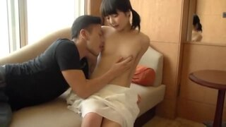 美乳で美尻の美少女、有本紗世の騎乗位腰振りキス無料H動画。【フェラ動画】