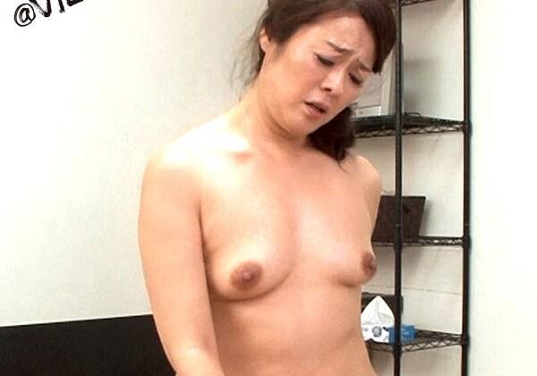 淫乱な巨乳でランジェリー姿の素人女子大生の、素股中出し無料エロ動画!【素人、女子大生、美少女動画】