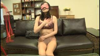 【熟女目隠し】五十路の熟女の、初撮り拘束電マプレイエロ動画。