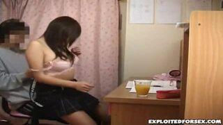 【家庭教師】爆乳で制服姿の素人の、中出しイタズラ無料動画!【素人動画】