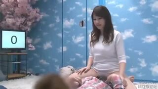 【おっぱい】巨乳の女子大生の、素股ローション騎乗位無料動画!【中出し動画】
