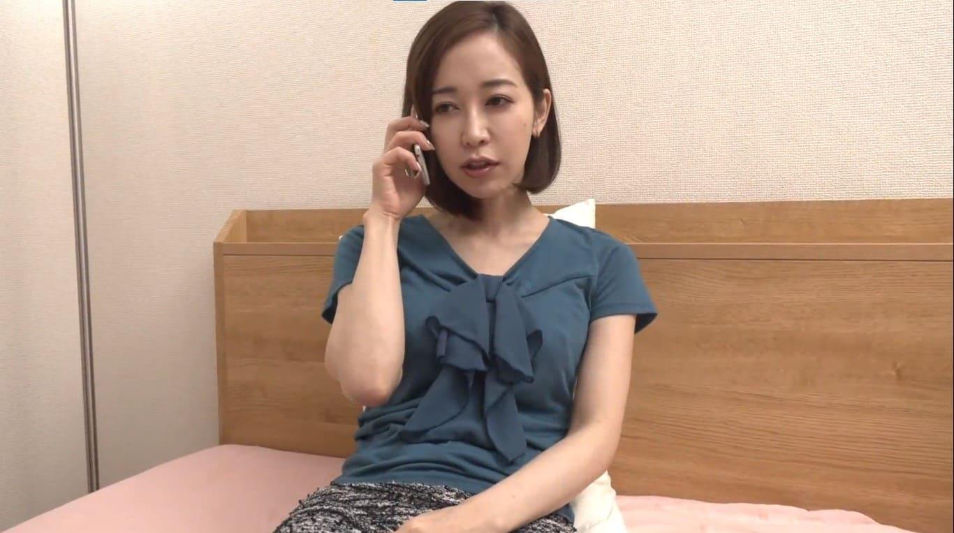 篠田ゆうが相変わらず美しくて胸チラ谷間にドキドキ