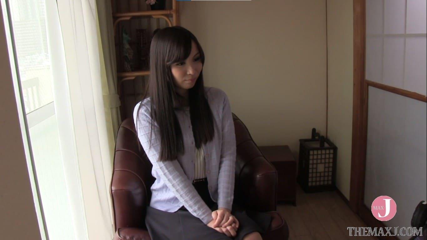マンションの一室に面接にやって来た29歳の人妻優菜さん