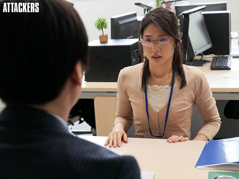 川上奈々美は市役所の眼鏡お姉さん