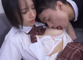 【無修正】柔らか美巨乳な制服美少女に奥までチンポ挿し込むイチャハメSEX