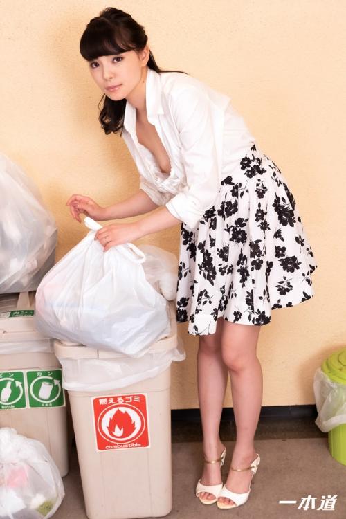 天緒まい 朝ゴミ出しする近所の遊び好きノーブラ奥さん | 無修正動画 一本道 01