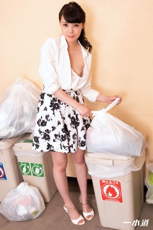天緒まい 朝ゴミ出しする近所の遊び好きノーブラ奥さん | 無修正動画 一本道 04
