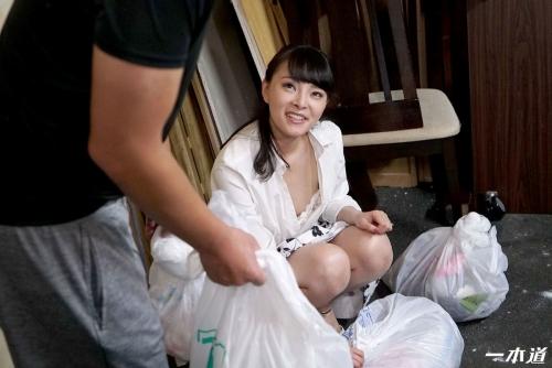 天緒まい 朝ゴミ出しする近所の遊び好きノーブラ奥さん | 無修正動画 一本道 11
