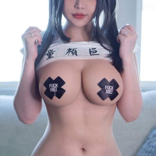 【FU●K ME!】とても卑猥な単語のニプレスで乳首を隠しただけ【言い訳不可】着エロコスプレ画像 Vol.2